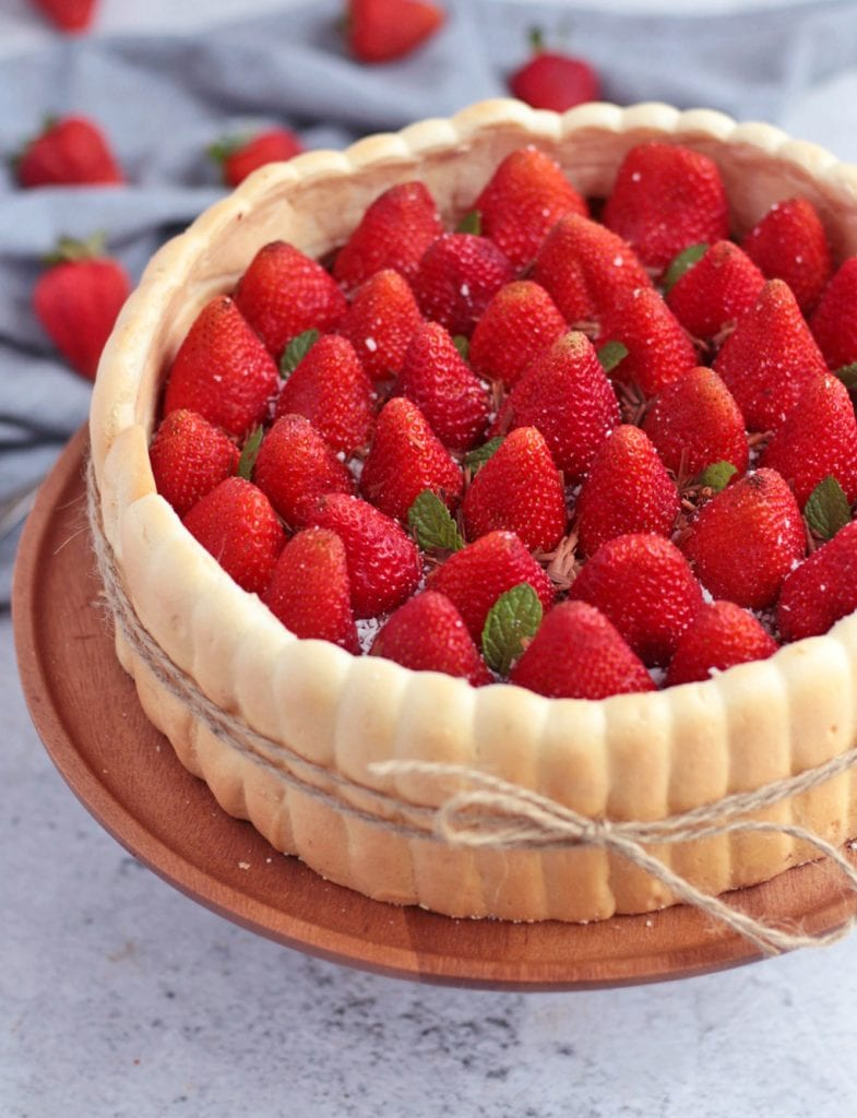 Close up on the fresh strawberries inside the cake