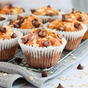 Close up on a muffin on a cooling rack over a grey napkin.