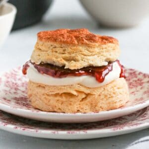 Close up on a filled scones on a pink plate.