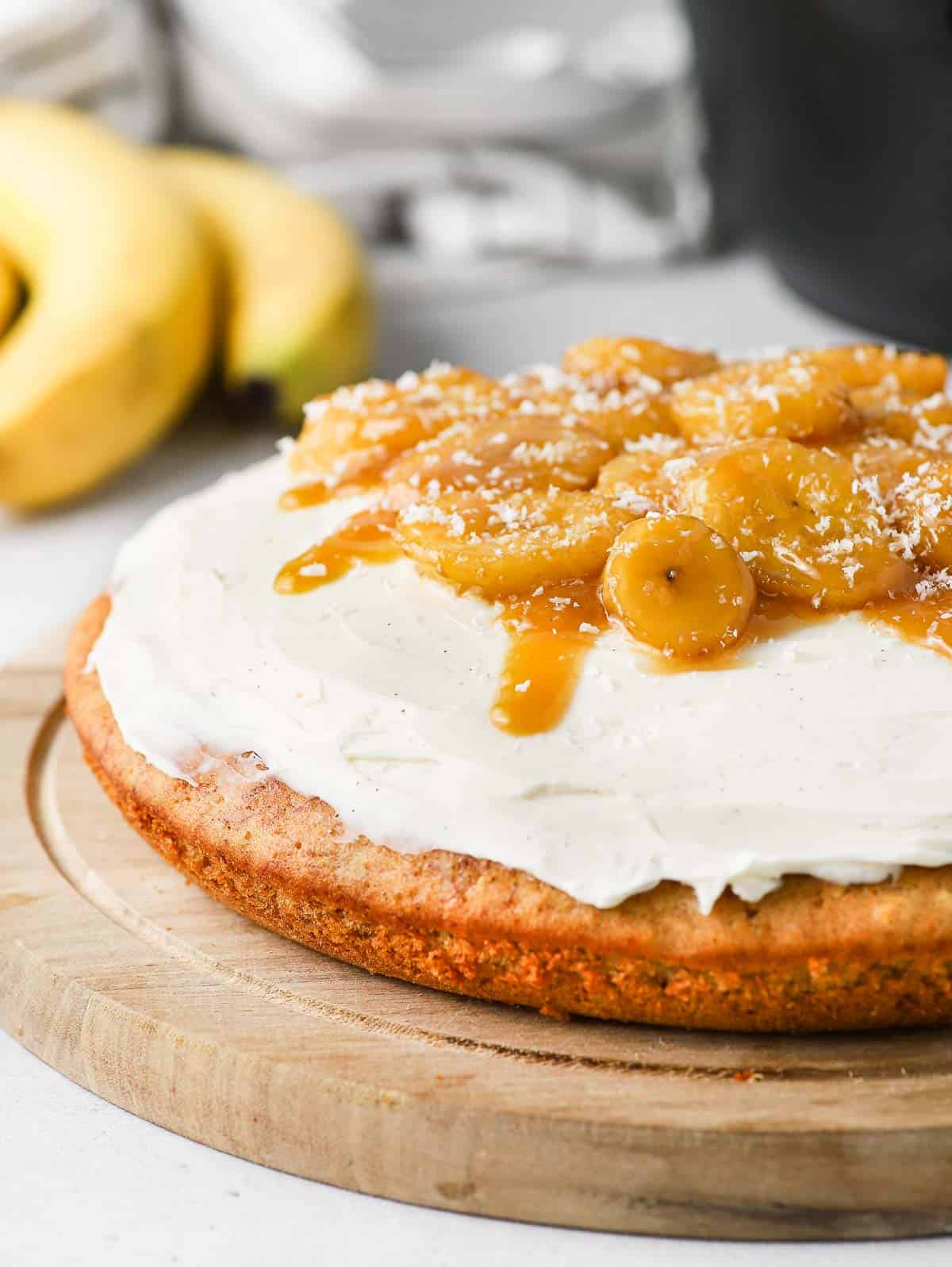 Close up on the cream cheese frosting and caramelised bananas.